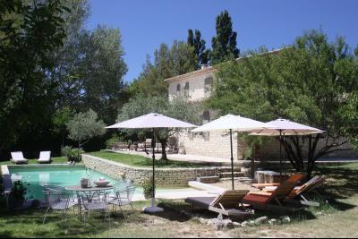 Location Saisonnière à Gordes, 3 chambres piscine GORDES