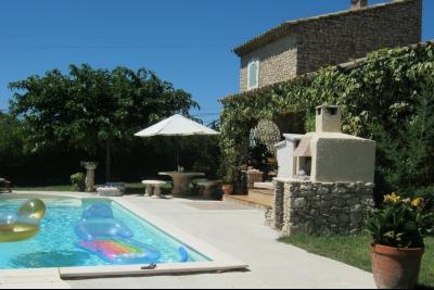 Grande maison en pierres, 3 chambres, 1 bureau, 1 gîte indépendant, piscine. Isle sur la Sorgue
