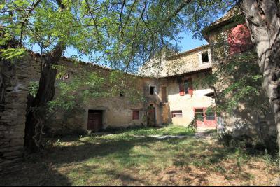 A vendre Mas à restaurer avec 7 hectares, Visite à 360° OPPEDE