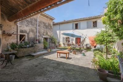 Mas de hameau à vendre à Robion avec 3 chambres et jardin de ROBION