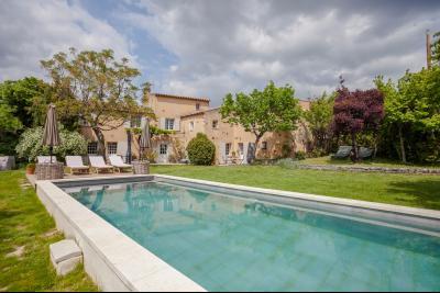 Mas à vendre à Roussillon avec 7 chambres, piscine, visite 360° ROUSSILLON