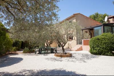 Villa à vendre à Lagnes, 4 chambres et piscine. LAGNES