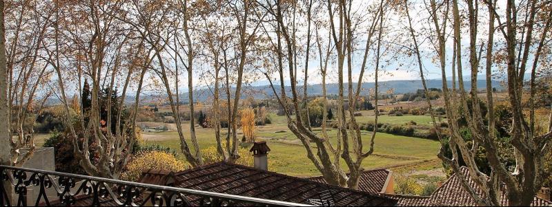 Cucuron - Maison de village de 127 m² plein sud avec grand balcon et dépendances