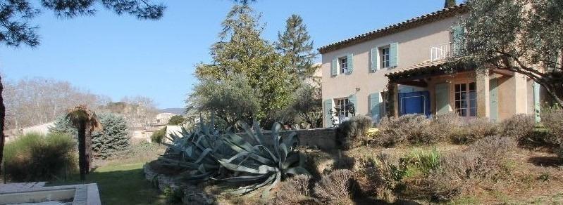 Villa dans le village - 3400 m2 de terrain
