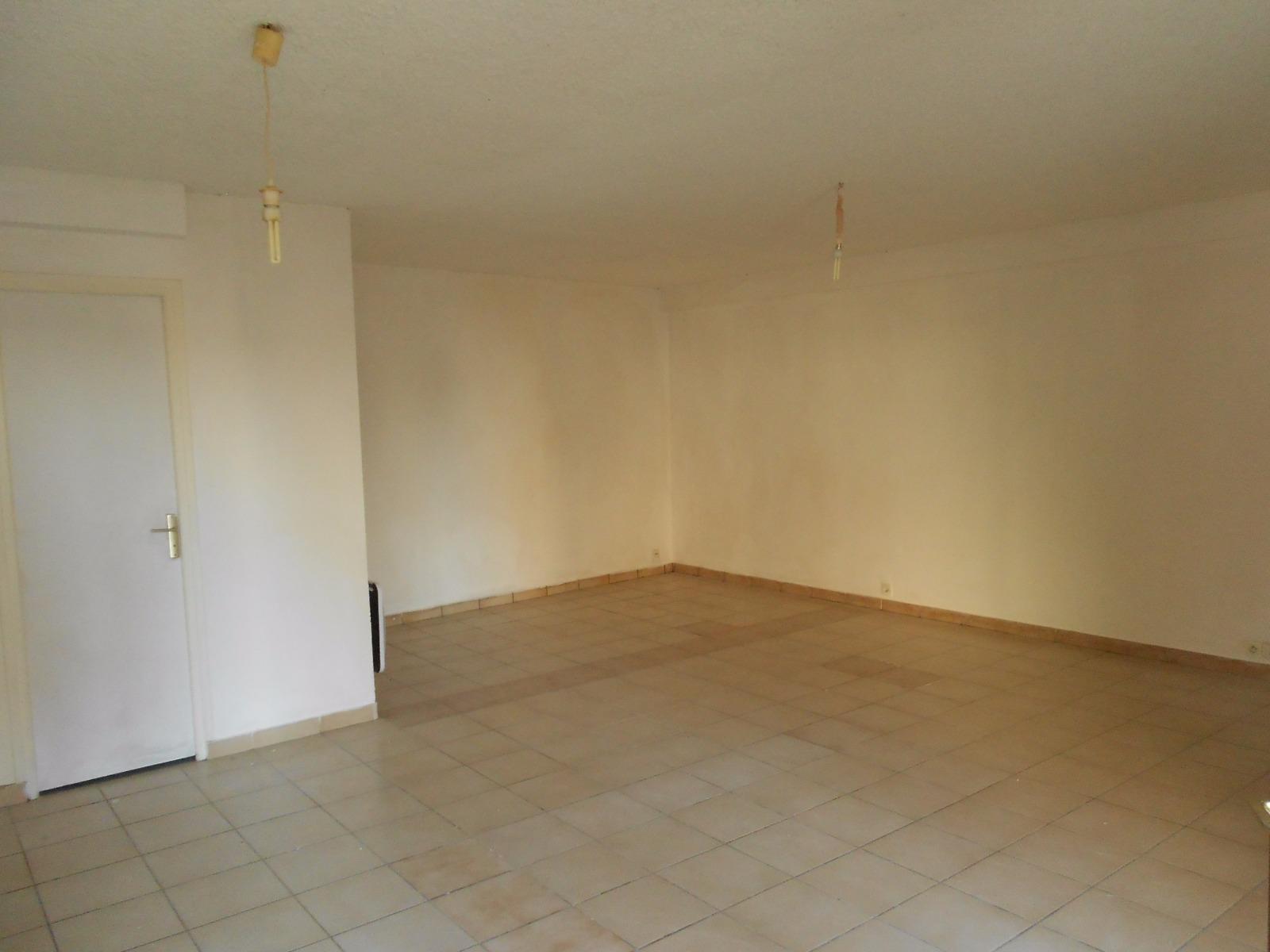 studio 38 m avec 2 places de parking en plein centre village udi itteville. Black Bedroom Furniture Sets. Home Design Ideas