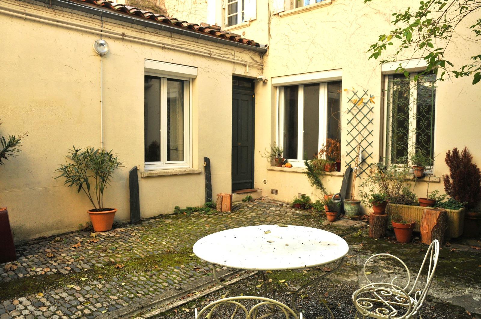 Belle salle de bain ouverte sur jardin id es de design for Salon ouvert sur jardin