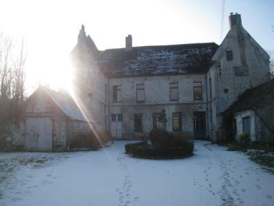 Château du XIVè s sur 4 hectares de terres entourées d'eau
