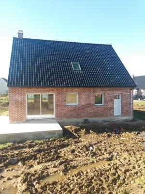 Maison neuve 4 chambres, bureau, garage et jardin