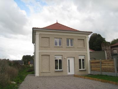 SUR l'AXE ST OMER/ AIRE jolie maison individuelle rénovée