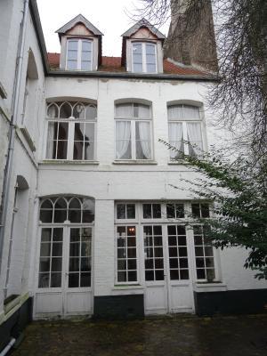 Grande maison bourgeoise avec jardin et garage