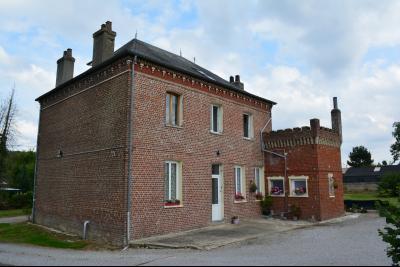 a 15 kms de ST OMER, Immeuble de rapport composé de 7 logements.