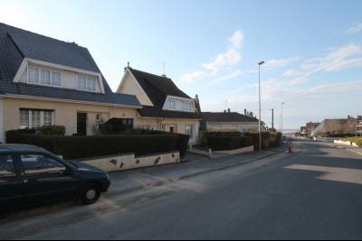 Belle maison à proximité de la mer avec garage et jardins