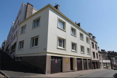 Immeuble béton de 4 appartements avec garages en centre ville parfaitement entretenu
