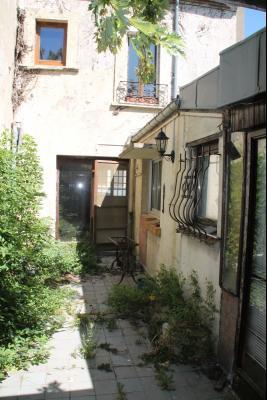 Gros potentiel pour cette maison avec garage et jardin