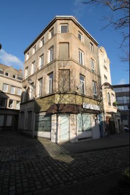 Immeuble mixte libre d'occupation local commercial et 3 appartements