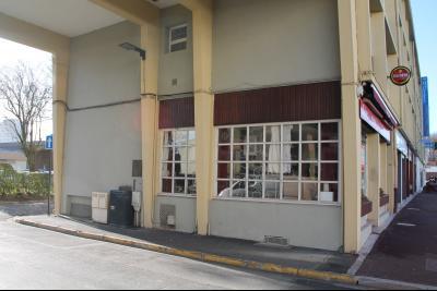 BOULOGNE SUR MER Murs d'un local commercial avec appartement au dessus