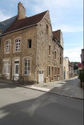 Bel immeuble en pierres de taille situé au coeur de la vieille ville