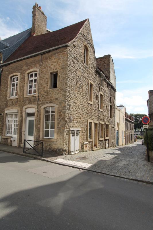 Bel immeuble en pierres de taille situé au coeur de la vieille ville ... 7ddc1fe07b74