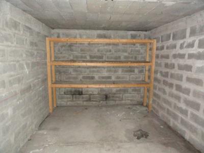 M�RIGNAC 4 CHEMINS DANS R�SIDENCE FERM�E  BOX GARAGE POUR 1 VOITURE