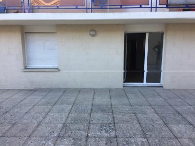 BORDEAUX GARE SAINT JEAN A 100M DU TRAM STUDIO 28M2+ terrasse 20m2  dans immeuble 1990