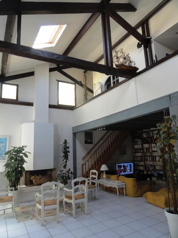 BORDEAUX MAISON PIERRE ATYPIQUE  R+1-201m2+Cour privative 26m2+grenier- copropri�t� de 7 lots