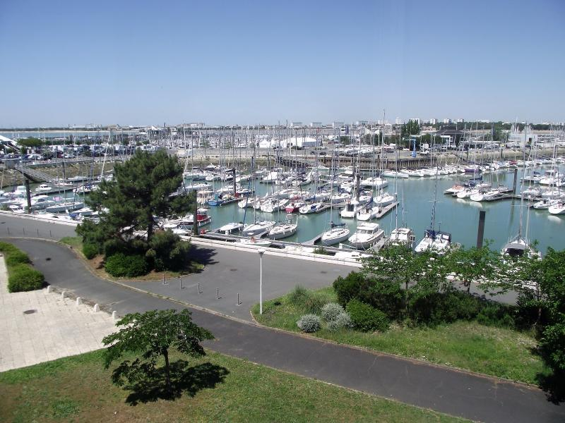 Duplex vue port de plaisance quartier les minimes solis for Garage du port la rochelle