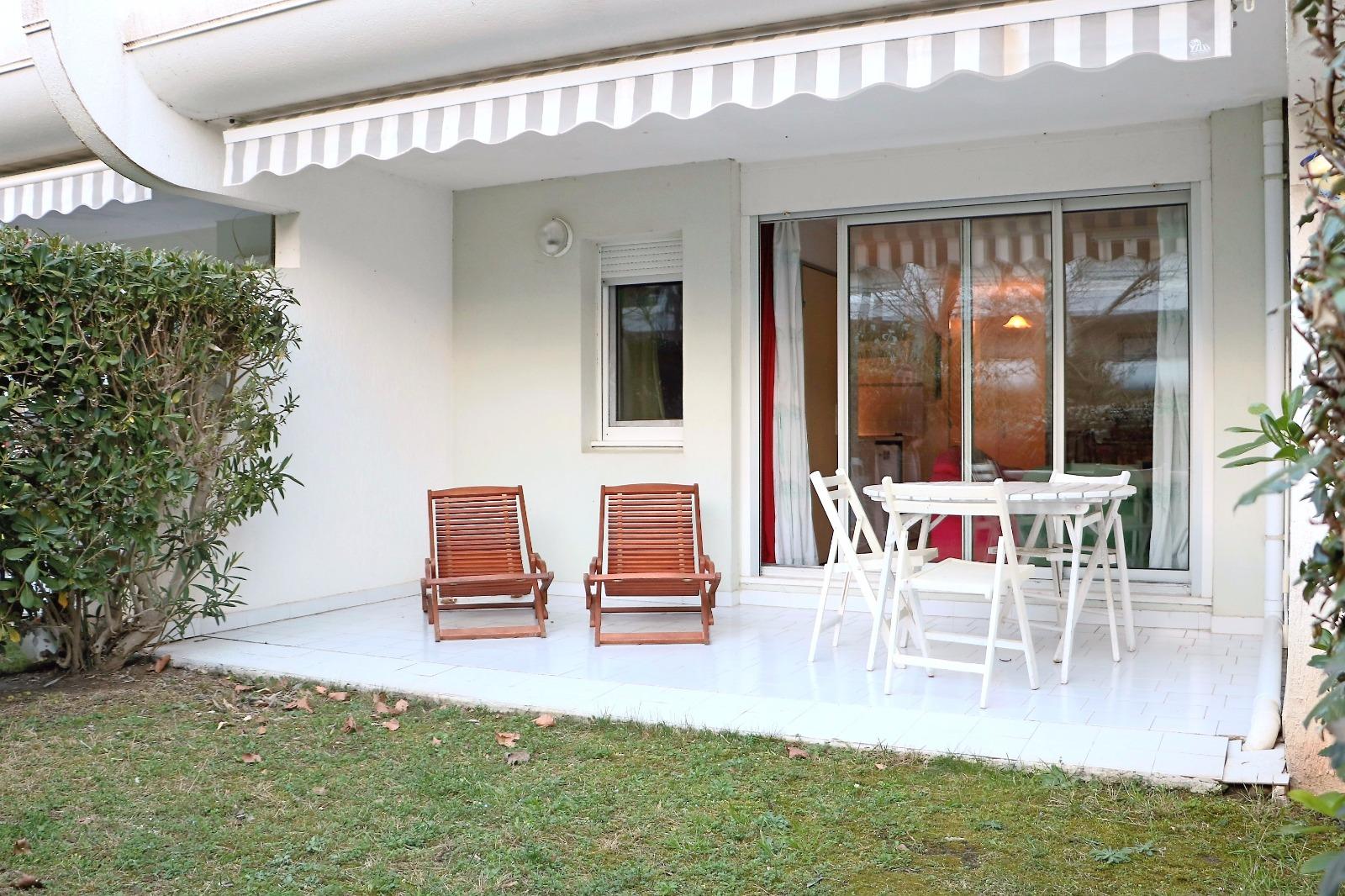 Appartement avec jardin au golf de la grande motte paul for Achat appartement avec jardin