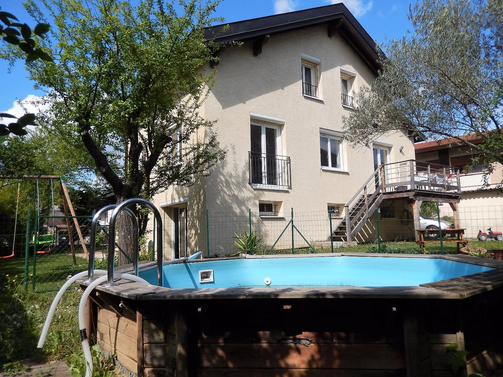 Villa individuelle avec piscine et jardin vendre for Maison de la literie annemasse