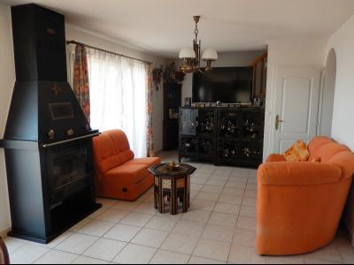 Vue: Maison Fillinges salon, Villa récente avec une vue dégagée à vendre à Fillinges