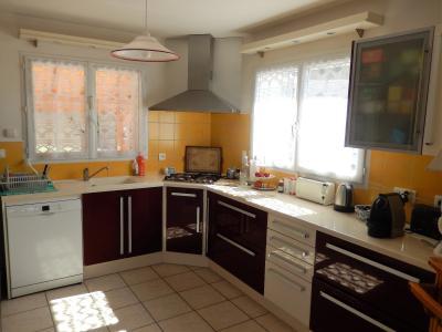 Vue: Maison Fillingee cuisine, Villa récente avec une vue dégagée à vendre à Fillinges