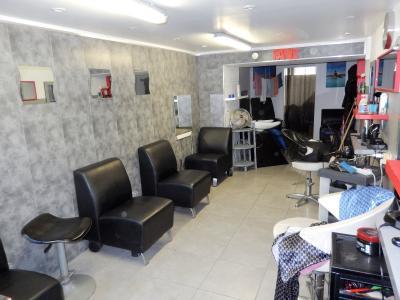 Vue: Arcade commerciale Salon de coiffure Annemasse, Local commercial à vendre à Annemasse