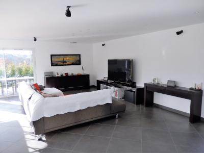Vue: Maison Juvigny Salle de Bains, Villa contemporaine à vendre à Juvigny proche douane