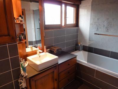 Vue: Appartement T4 Vétraz Monthoux Salle de bains, Appartement Type 4 en duplex à vendre à Vétraz Monthoux