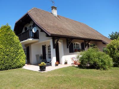 Vue: Maison Reignier Esery Terrasse Jardin, Maison de maître individuelle à vendre au centre d