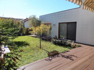 Vue: Maison Cranves Sales Façade Jardin, Villa récente de plain pied avec sous sol à vendre à Cranves Sales