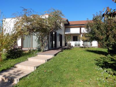 Vue: Maison Cranves Sales Terrasse, Villa récente de plain pied avec sous sol à vendre à Cranves Sales