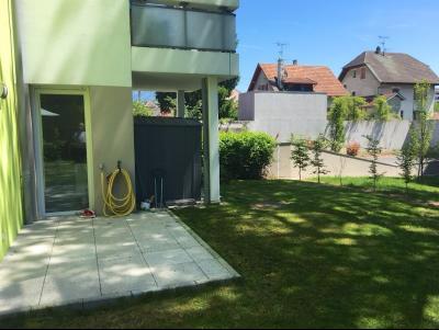 Vue: Appartement T4 Annemasse Salon, Appartement T4 en rez de jardin avec 2 garages en sous-sol à vendre à Annemasse