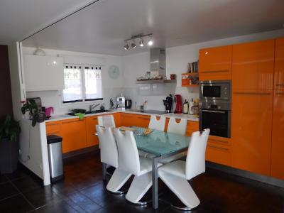 Vue: Villa Cranves Sales Salon Cuisine, Villa individuelle de plain pied à vendre à Cranves Sales