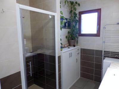 Vue: Appartement T3 Vétraz Monthoux Salle de bains, Appartement de 95m2 à vendre à Vétraz Monthoux