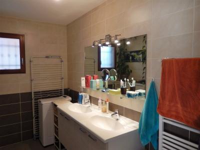 Vue: Appartement T3 Vétraz Monthoux Salle de bains , Appartement de 95m2 à vendre à Vétraz Monthoux