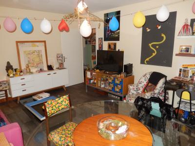 Vue: Appartement T3 Juvigny Salon, T3 au dernier étage à vendre dans une ferme à Juvigny