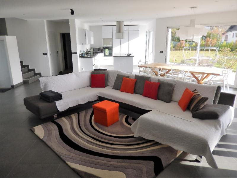 Villa contemporaine à vendre à Juvigny proche douane