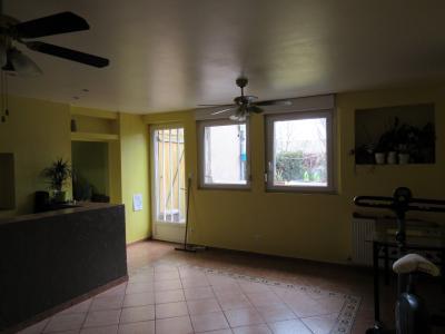 Vue: Salon / salle à manger 28,20 m2, Location GANDRANGE, Appartements 89 m� - 2 chambres - jardin 72 m