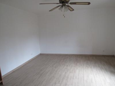 Vue: Chambre 1 de 18,80 m2, Location GANDRANGE, Appartements 89 m� - 2 chambres - jardin 72 m