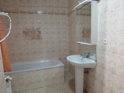Vue: Salle de bain avec baignoire, Location GANDRANGE, Appartements 89 m� - 2 chambres - jardin 72 m