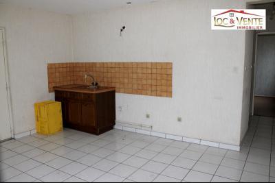 Vue: Séjour de 17m² avec coin cuisine, Appartement F1 situ� au Rez-de-Chauss�e (Malancourt)