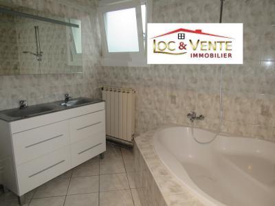 Vue: Salle de bain avec baignoire + douche, Location GANDRANGE, Appartements 80 m� - 4 pi�ces
