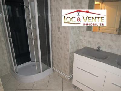 Vue: Douche + meuble avec 2 vasques, Location GANDRANGE, Appartements 80 m� - 4 pi�ces