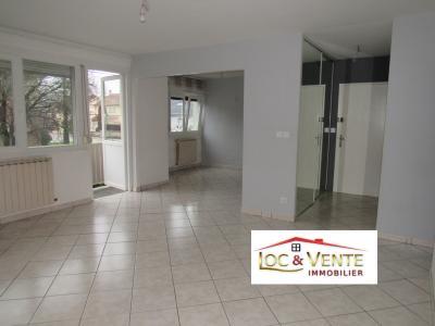 Vue: Salle à manger de 17.45m² + balcon exposé Est, Location GANDRANGE, Appartements 80 m� - 4 pi�ces