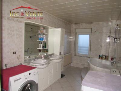 Vue: Salle de bain de 9,11m², Appartement � vendre de 4 pi�ce(s) sur 81 m� env.